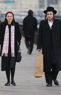 Natalie Portman filming New York I Love You in NYC